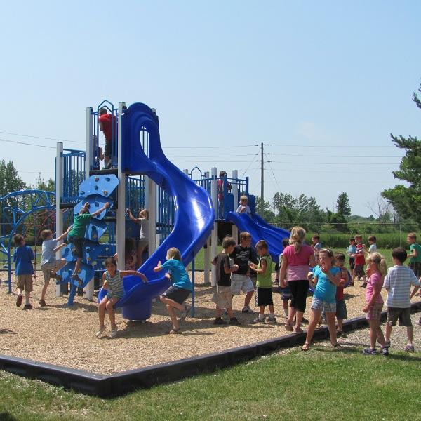 Beauharnois-inauguration-parc-ecole-St-Paul-enfants-module-jeux-Photo-publiee-par-INFOSuroit-com_