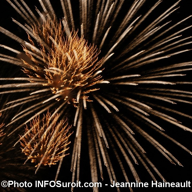 Feux-artifice-Regates-Valleyfield-Photo-INFOSuroit-com_Jeannine-Haineault