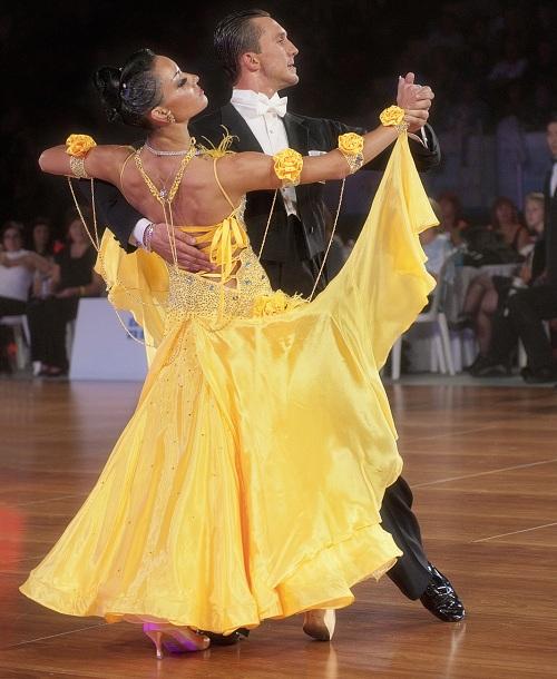 Natalia-Skorikova-et-Nikolai-Pilipenchuk-Champions-professionnels-10-danses-Photo-courtoisie-publiee-par-INFOSuroit-com_