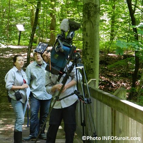 Tournage-documentaire-Pointe-du-Bussion-A-Senecal-A-Cassa-et-cameraman-Photo-INFOSuroit-com_