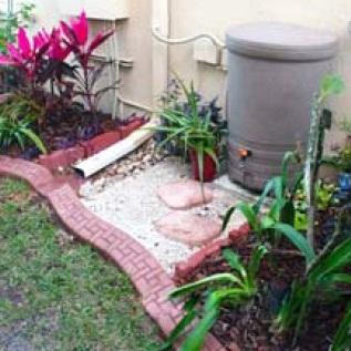 gouttiere-avec-recuperateur-eau-de-pluie-Photo-courtoisie-publiee-par-INFOSuroit-com_