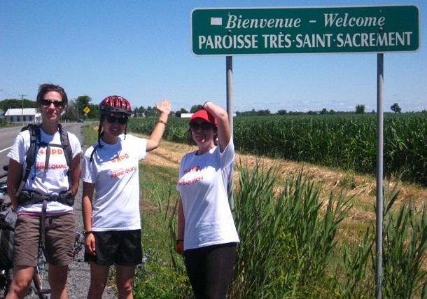 Anne-Quach-avec-amies-sur-Circuit-du-Paysan-a-Tres-St-Sacrement-Photo-courtoisie-publiee-par-INFOSuroit-com_
