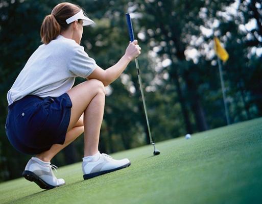 Golf-golfeuse-vert-drapeau-balle-Photo-CPA-publiee-par-INFOSuroit-com_
