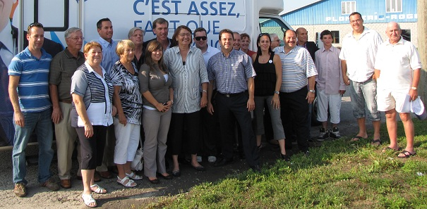 Claire-Samson-Mario-Gagnier-Michel-Drouin-Denis-Leftakis-de-la-CAQ-a-Valleyfield-Photo-publiee-par-INFOSuroit-com_