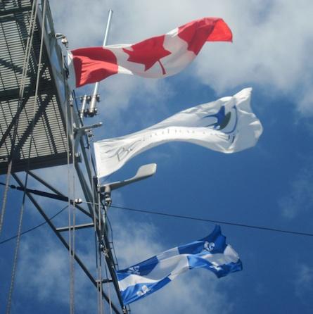Fregate-USS-DeWert-drapeaux-Canada-Beauharnois-et-Quebec-Photo-courtoisie-publiee-par-INFOSuroit-com_