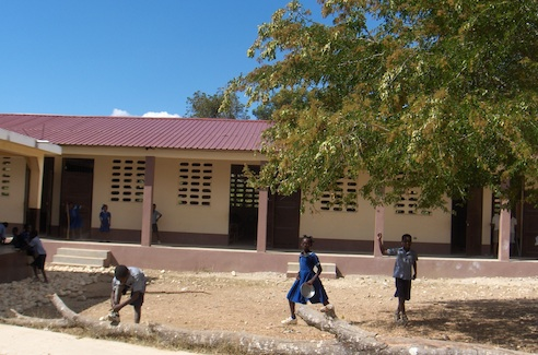 Haiti-Nouvelle-ecole-2011-Photo-Fraternite-Haiti-des-Trois-Lacs-publiee-par-INFOSuroit-com_