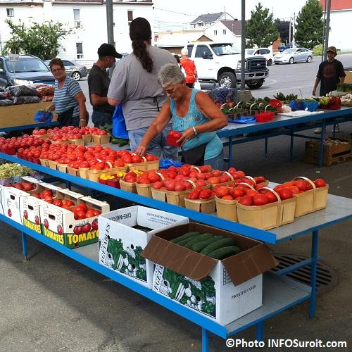 Legumes-tomates-concombres-Marche-Valleyfield-Freres-Leduc-Photo-INFOSuroit-com_