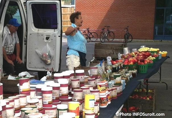 Lionel-Couton-kiosque-pommes-et-epices-Marche-Valleyfield-Photo-INFOSuroit-com_