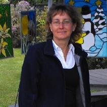 Mireille-Menard-artiste-du-vitrail-de-Les-Cedres-Photo-Autour-de-nous-publiee-par-INFOSuroit-com_