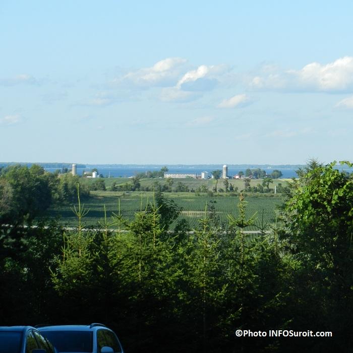 Vue-imprenable-depuis-le-Vignoble-Cote-de-Vaudreuil-Photo-INFOSuroit-com_