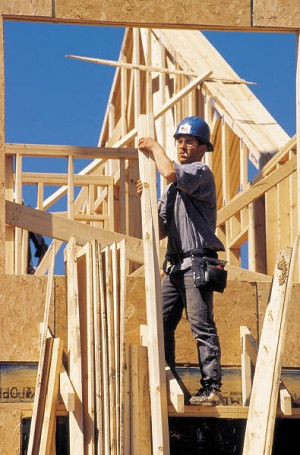 immobilier-construction-maison-multilogements-travailleur-Image-CPA-publiee-par-INFOSuroit-com_