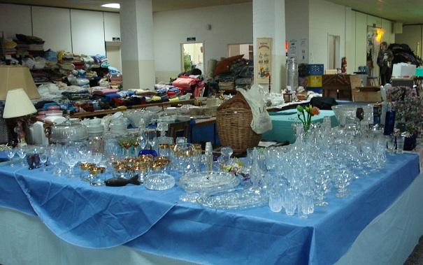Bazar-Bellerive-crystal-verres-vaisselle-vetements-Photo-courtoisie-publiee-par-INFOSuroit-com_