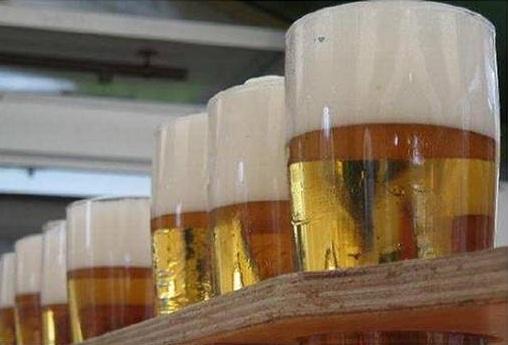 Bieres-degustation-Photo-courtoisie-extraite-affiche-Beauharnois-Rendez-vous-des-saveurs-2012-publiee-par-INFOSuroit-com_