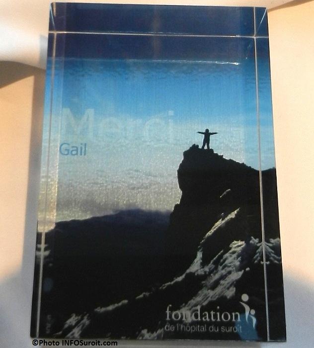 Defi-Kilimandjaro-Plaque-honorifique-Fondation-Hopital-du-Suroit-Photo-INFOSuroit-com_