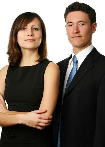 jeune-femme-et-jeune-homme-Nouveaux-diplomes-cherchent-travail-Photo-CPA-publiee-par-INFOSuroit