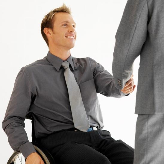 de l 39 aide du f d ral pour les personnes handicap es. Black Bedroom Furniture Sets. Home Design Ideas