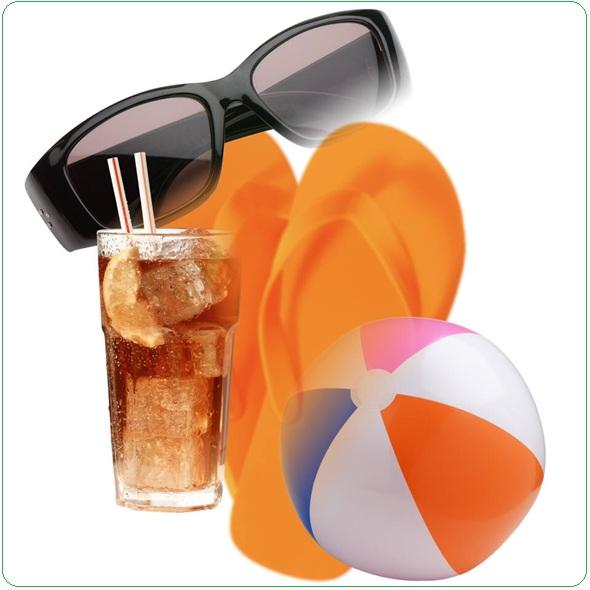 sandales-ballon-de-plage-lunettes-de-soleil-breuvage-Image-CPA-publiee-par-INFOSuroit-com_