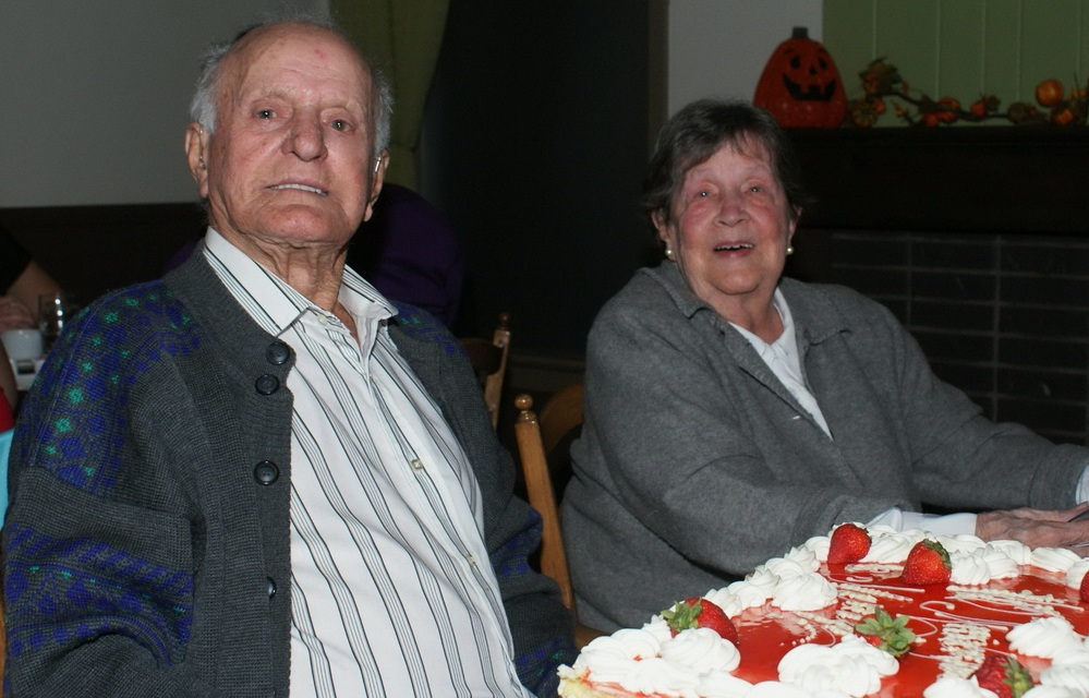 70-ans-de-mariage-Edgar-et-Madeleine-Haineault-avec-gateau-au-Restaurant-Citron-et-Basilic