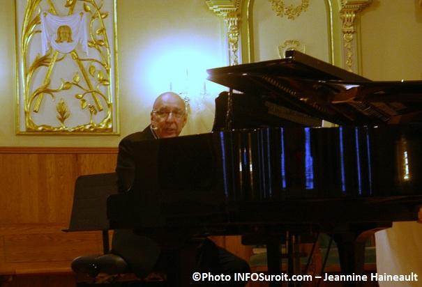 Francois-Dompierre-au-piano-concert-Eglise-St-Joachim-Chateauguay-Photo-INFOSuroit-com_Jeannine-Haineault