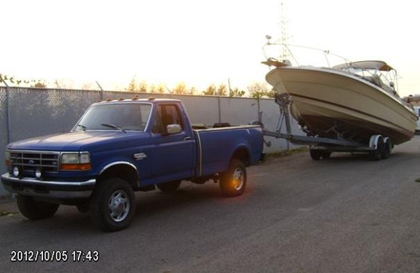GRC-Valleyfield-saisie-de biens-Contrebandiers-du-tabac-camion-bateau-Photo-courtoisie-publiee-par-INFOSuroit-com_