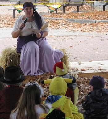 Halloween-2012-lecture-de-conte-Place-du-Marche-Beauharnois-Photo-publiee-par-INFOSuroit