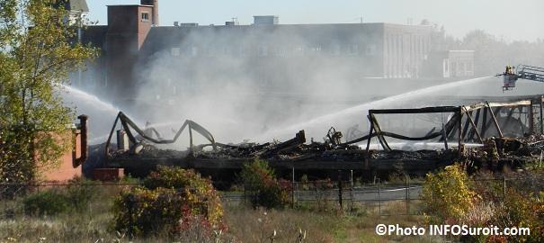 Incendie-ex-usine-Spexel-Beauharnois-Pompiers-Grandes-echelles-Photo-INFOSuroit-com_