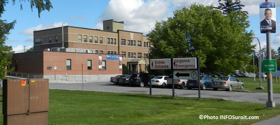 Hopital-Barrie-Memorial-Ormstown-urgence-et-pancarte-electorale-Photo-INFOSuroit-com_