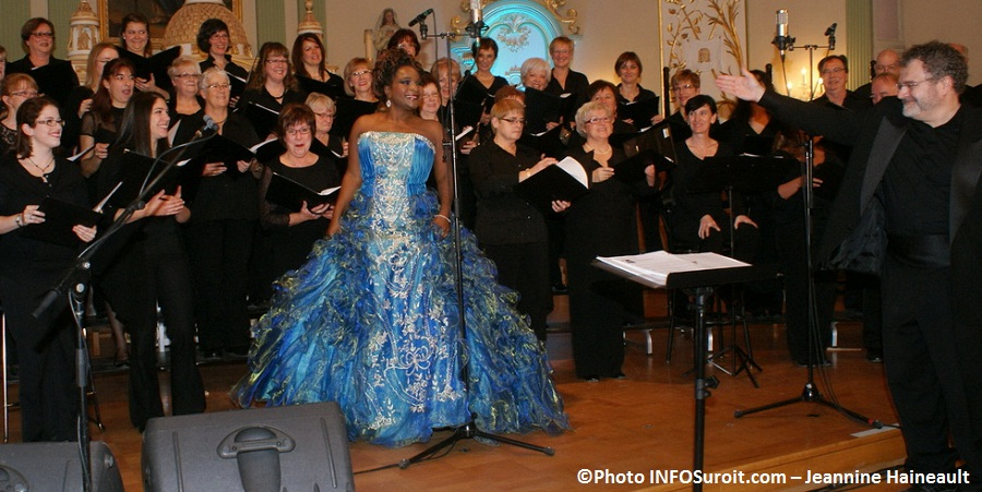 Marie-Josee-Lord-Choeur-en-Fugue-et-Frederic-Vogel-Concert-Noel-Photo-INFOSuroit-com_Jeannine-Haineault