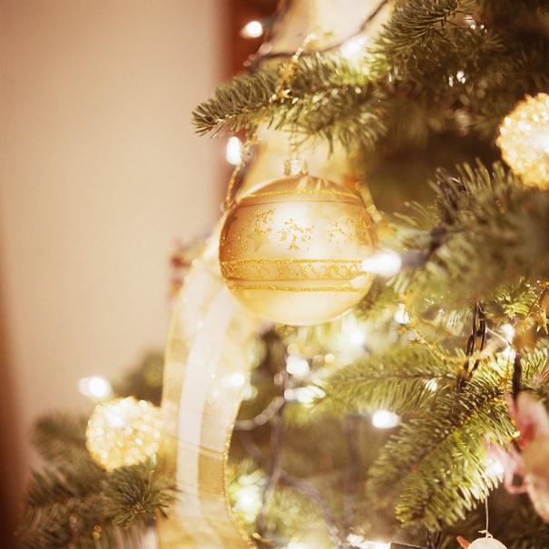 Noel-Decor-sapin-et-boule-de-Noel-Photo-courtoisie-Ville-Beauharnois-publiee-par-INFOSuroit