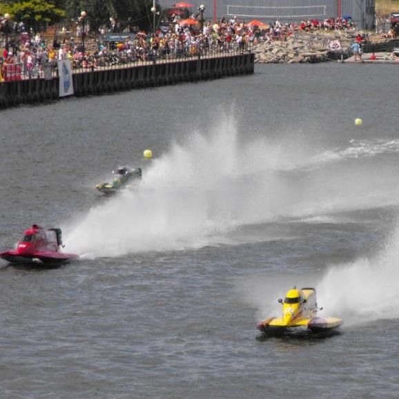 Regates-bateau-F1-Powerboat-Tour-en-action-a-Bay-City-Photo-courtoisie-publiee-par-INFOSuroit