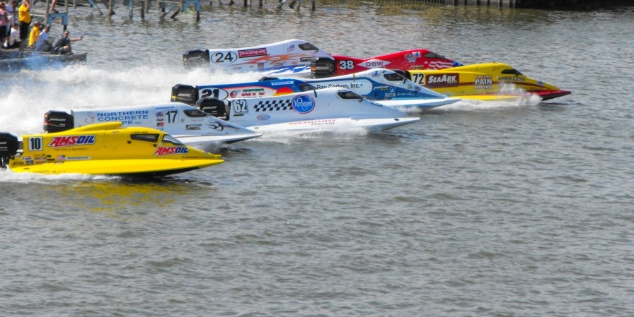 Regates-bateau-US-F1-Powerboat-Tour-en-action-a-Bay-City-Photo-courtoisie-publiee-par-INFOSuroit