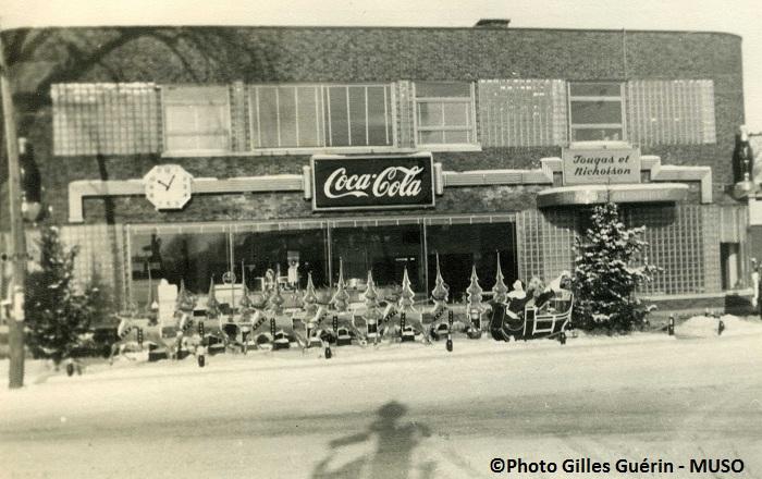 Vitrine-Noel-Coca-Cola-Valleyfield-Photo-Gilles-Guerin-MUSO-publiee-par-INFOSuroit