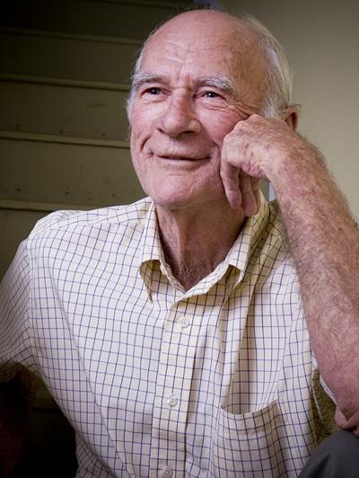 homme-age-vieillir-personne-agee-aine-Photo-CPA-publiee-par-INFOSuroit