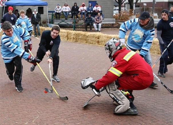 Beauharnois-hockey-bottine-joueurs-gardien-Place-du-Marche-Photo-courtoisie