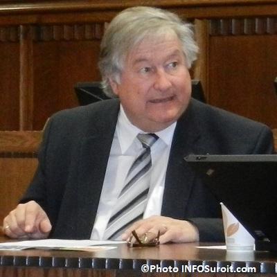 Denis-Lapointe-a-la-salle-du-conseil-de-Valleyfield-Photo-INFOSuroit_com_