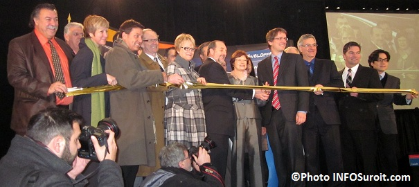 Inauguration-Autoroute-30-Elus-de-la-region-et-ministre-coupe-ruban-Photo-INFOSuroit_com