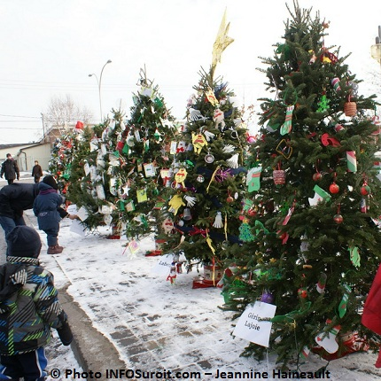 Chateauguay-Noel-Concours-Arbres-Sapins-matiere-recyclee-Photo-INFOSuroit-com_Jeannine-Haineault