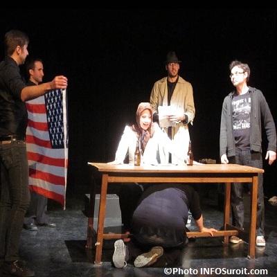 STI-Soirees-theatrales-improvisees-College-Valleyfield-drapeau-americain-Photo-INFOSuroit_com