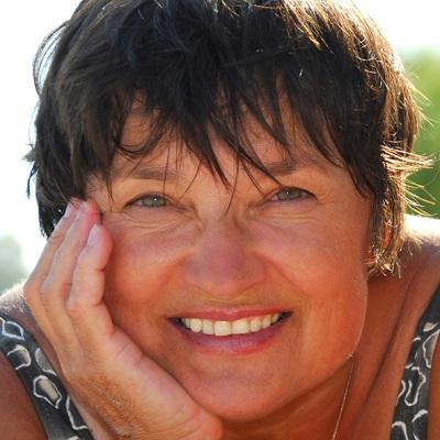 Vieillir-femme-50-ans-et-plus-Photo-CPA-publiee-par-INFOSuroit