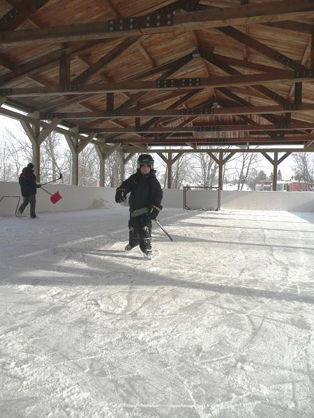 patinoire-hockey-Parc_des_Iles-Saint_timothee-Photo-Courtoisie-publiee-par-INFOSuroit
