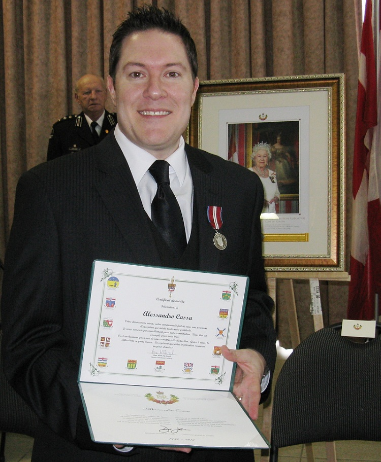 Alessandro_Cassa-a-la-remise-medaille-jubile-du-diamant-de-la-reine-Elizabeth-Photo-courtoisie
