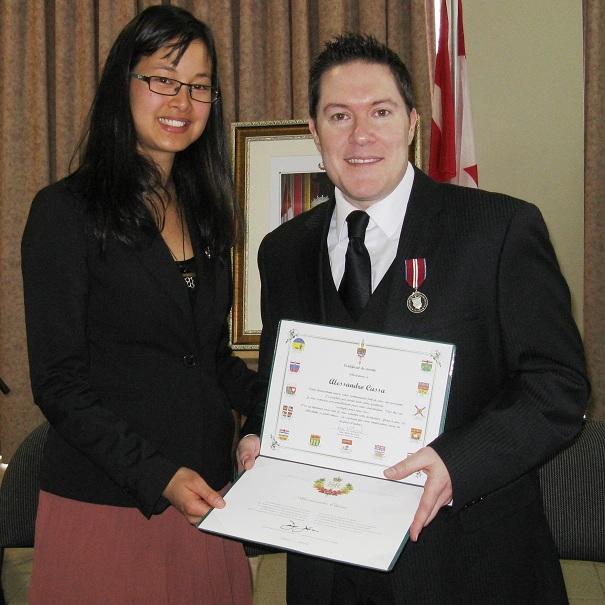 Anne_Quach-et-Alesandro_Cassa-Remise-medaille-jubile-du-diamant-de-la-reine-Photo-courtoisie