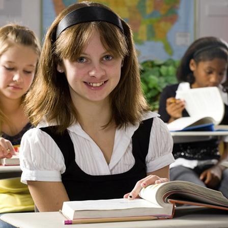 Eleve-etudiante-classe-ecole-primaire-Photo-CPA-publiee-par-INFOSuroit
