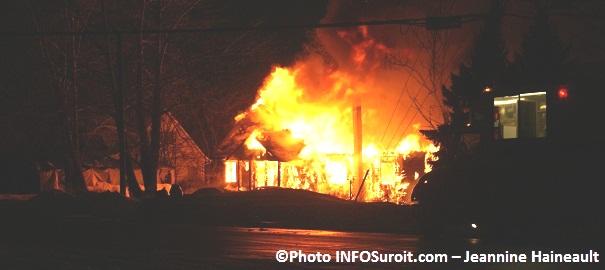 Incendie-411-Edgar-Hebert-Beauharnois-secteur-Melocheville-Photo-INFOSuroit_com-Jeannine-Haineault