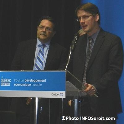 Michael_J_Ward-de-CSX-et-le ministre-Sylvain_Gaudreault-Photo-INFOSuroit_com
