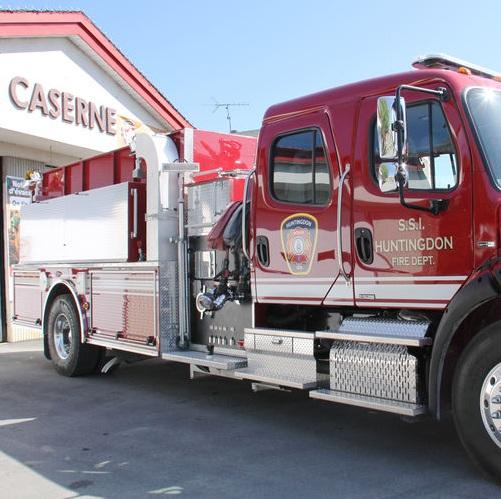 Camion-service-securite-incendie-devant-Caserne-Huntingdon-MRC-Haut-St-Laurent-Photo-courtoisie