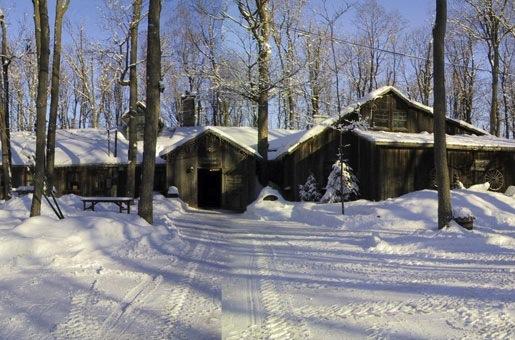 Sucrerie-de-la-Montagne-cabane-traditionnelle-a-Rigaud-Photo-Sucrerie-de-la-montagne