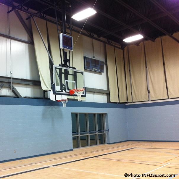 nouveau-gymnase-du College-Heritage-Panier-Basketball-et-tableau-indicateur-Photo-INFOSuroit_com