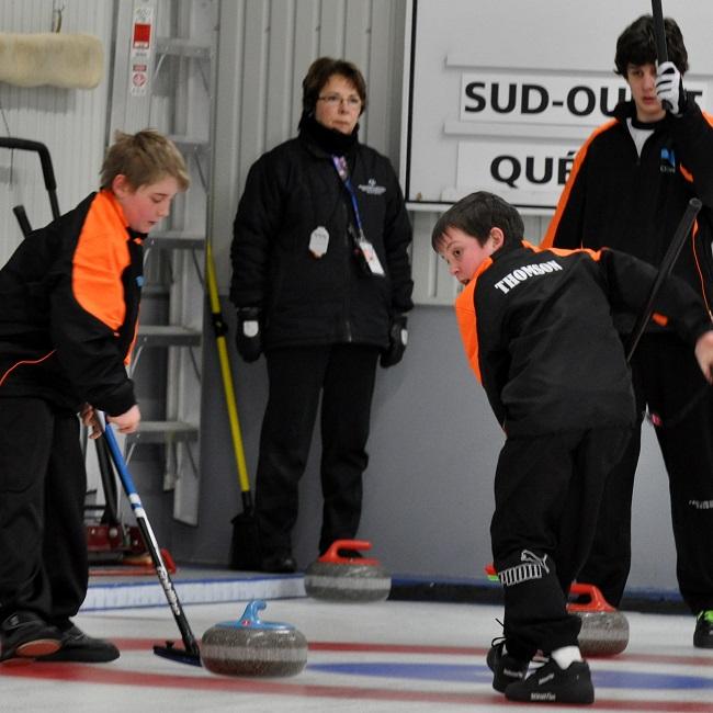 Equipe-masculine-curling-Sud-Ouest-Jeux-du-Quebec-photo-Dominic Brisson