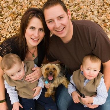 Famille-pere-mere-enfants-et-chien-Photo-CPA-publiee-par-INFOSuroit